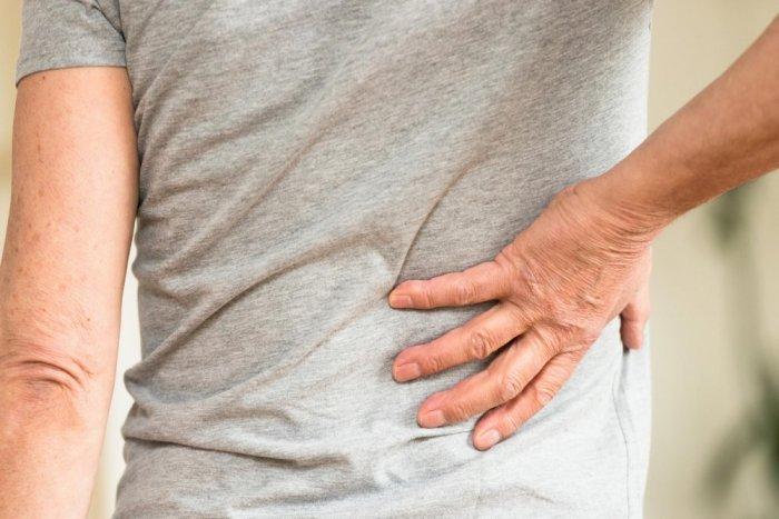 صورة علاج الم اسفل الظهر عند الرجال , اسباب الم الظهر وطرق العلاج
