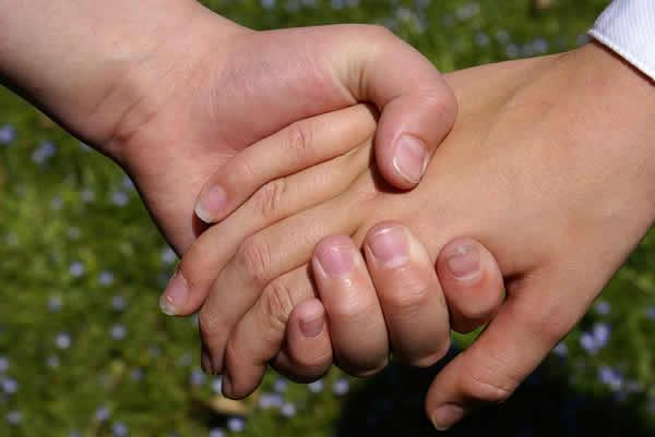 صور تفسير حلم مسك يد الحبيب , معني مسك يد الحبيب في المنام