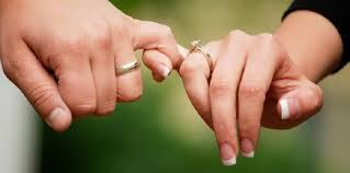 Aarda Info الصور والأفكار حول رؤية شخص يمسك يدي في منام العزباء