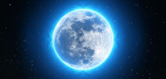 صورة تفسير رؤية القمر بدرا في السماء , معني رؤية القمر المكتمل في السماء
