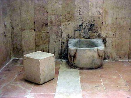 صورة رؤية المرحاض القذر في المنام , تفسير رؤية الحمام المتسخ في الحلم