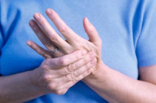 بالصور اسباب تنميل اليدين , لماذا تنمل اليد؟ 1691 2