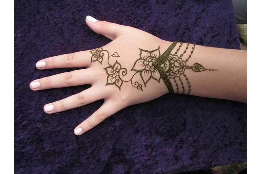 بالصور الحناء في المنام , تفسير رؤية الحنة في اليد في الحلم 4288 2