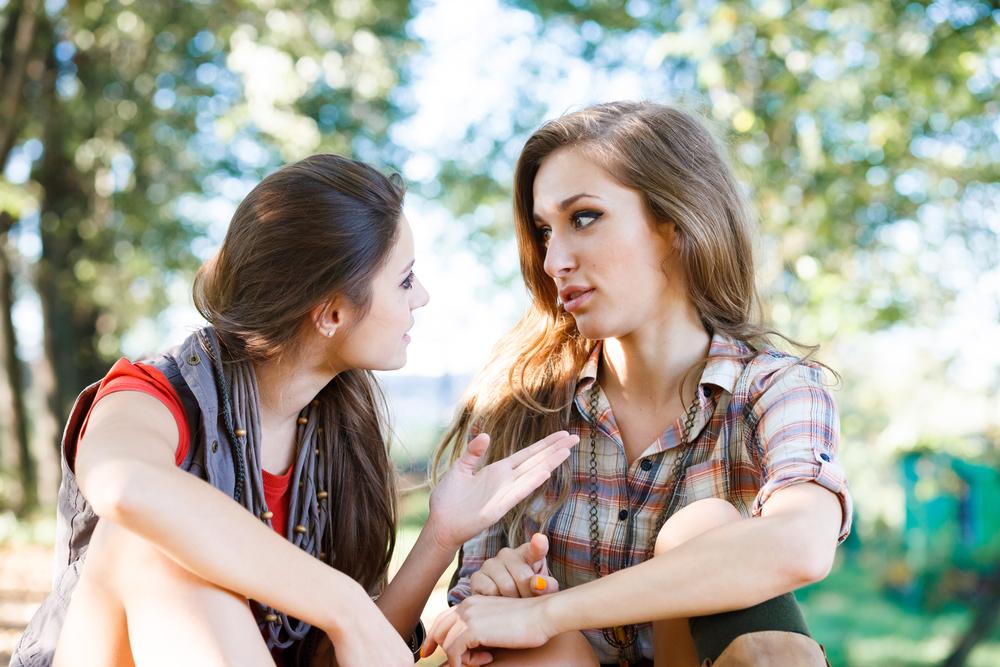بالصور رؤية الصديقة في المنام , معني الاصدقاء في الحلم