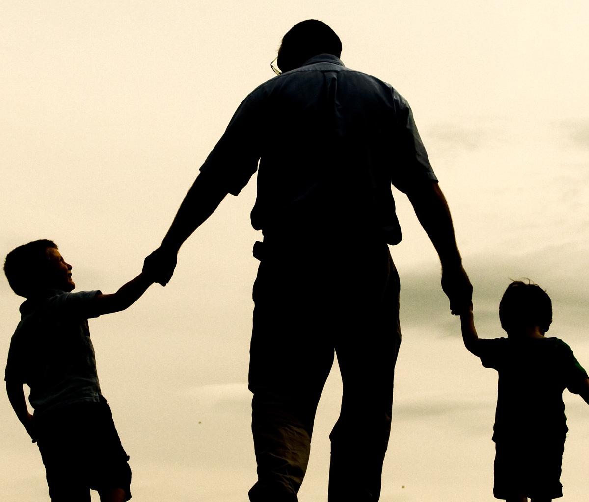 صور تفسير رؤية الاب الميت في المنام , الاب فى الحياة الامان و لكن بعد الموت ؟