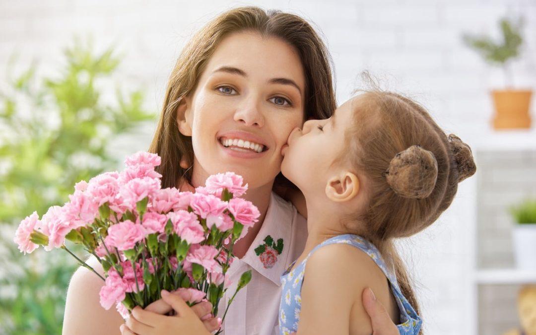 صورة بحث عن الام , تعرف معنا عن دور الام العظيم في حياه ابنائها