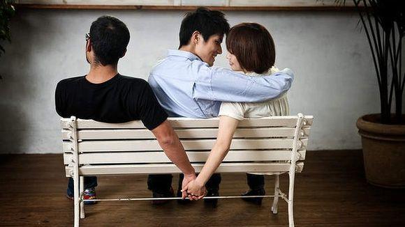 صورة كيف تعرف حبيبتك تخونك , علامات تظهر خيانة الحبيب