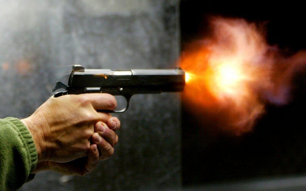 صورة الاصابة بالرصاص في المنام , تفسير رؤية اطلاق النار 4393 1