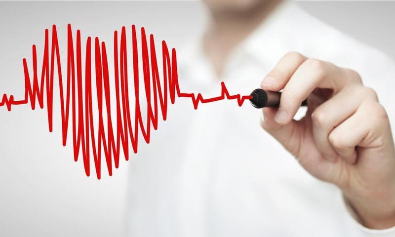 صورة اسباب خفقان القلب والصداع , ما يجعل القلب ياتي له الخفقان والصداع