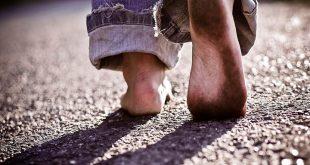 صور حلم حافي القدمين , تفسير السير من دون حذاء