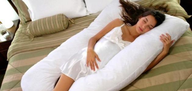 صور نوم الحامل في الشهر السادس , كيف تنام الحامل فى الشهر السادس