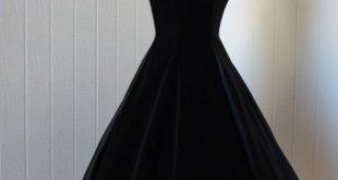 صورة فستان قطيفة اسود , اشيك فستان قطيفة 2019