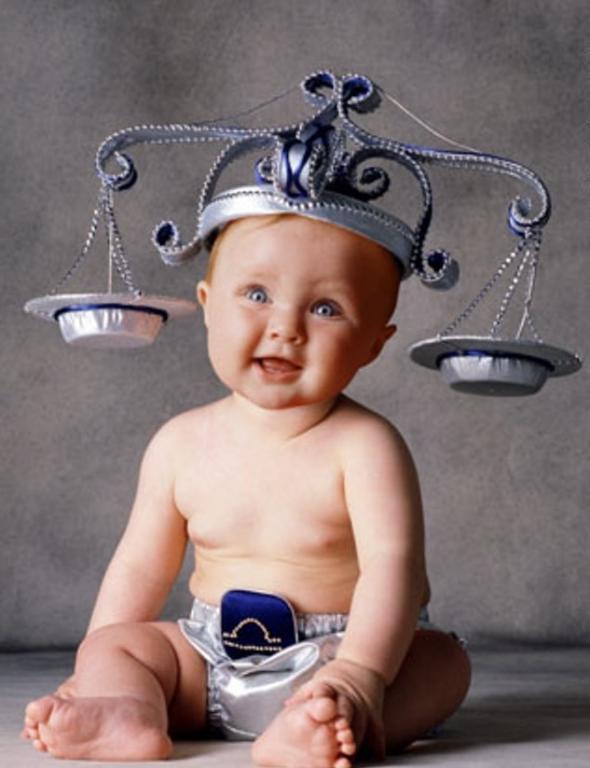 صورة طفل برج الميزان , طفل الميزان بين العيوب والميزات