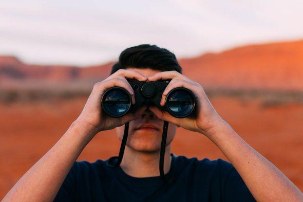 صور تفسير حلم المراقبه , تفسير حلم شخص يراقبك