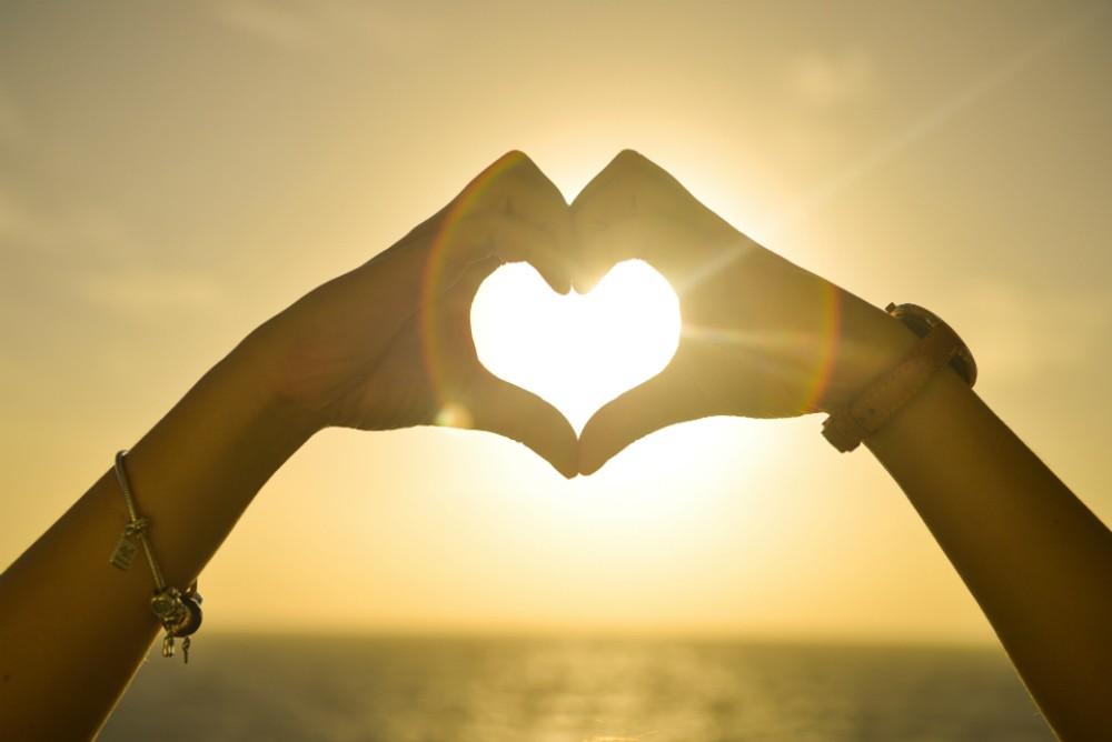 صورة كيف تخلي حبيبك يحبك اكثر , كيف تزيد حب زوجك ليكي