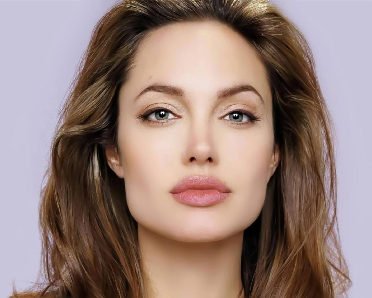 صورة صور انجلينا جولي , انسانة في منتهي الجمال والرقة