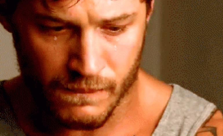 صورة صور دمعة حزينة , دموع الرجل تسقط قهرا