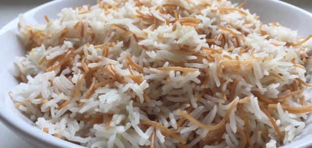 صورة جربي عمل رز الطعام بهذه الطريقة اللذيذة , طريقة الرز بالشعيرية